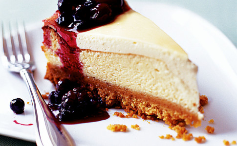 Baked lemon cheesecake with forest fruits recipe