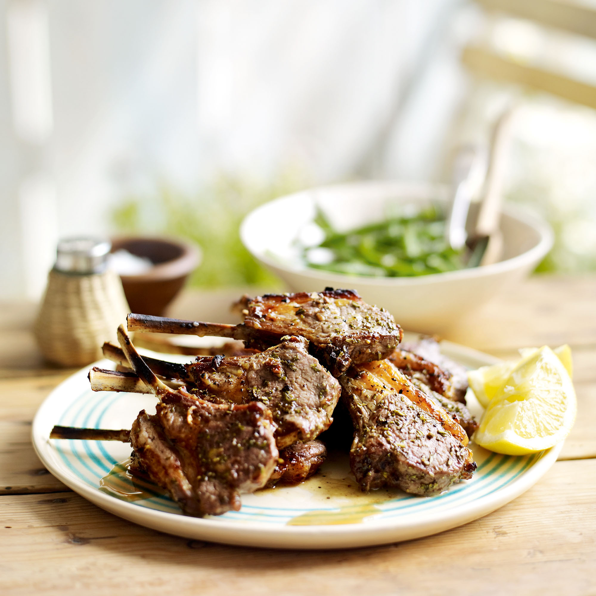 Rosemary and garlic lamb chops with lemony green beans recipe