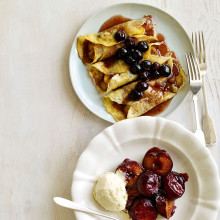 Blueberry And Banana Pancakes With Caramel Sauce Recipe