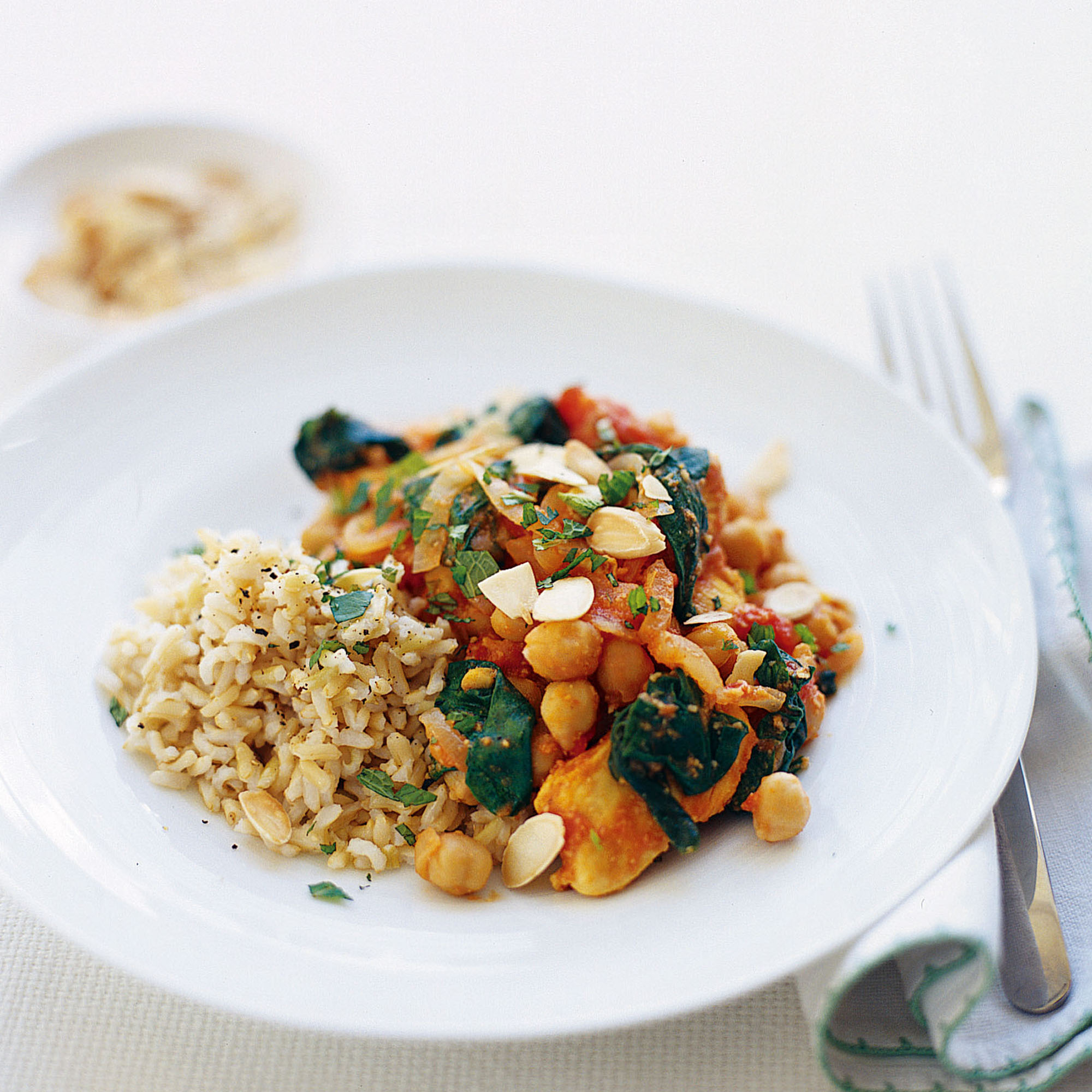 Chicken and almond curry with spinach recipe