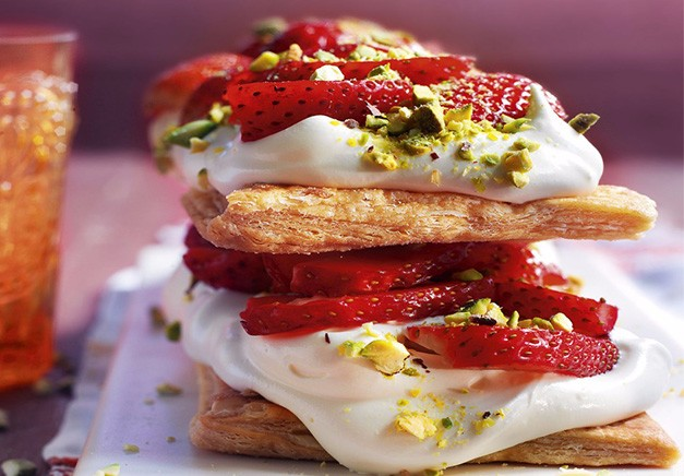 "Strawberries and Cream Open ""sandwich"""