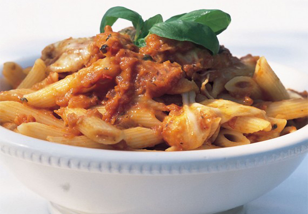 Penne Rigate With Fresh Tomato Sauce And Mozzarella | Woman And Home SA