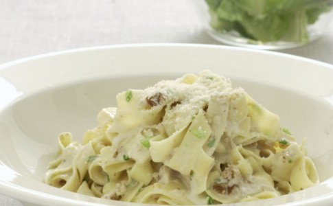 Tagliatelle with Gorgonzola and Toasted Walnuts recipe