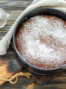 A 4-Ingredient Chocolate Cake Recipe