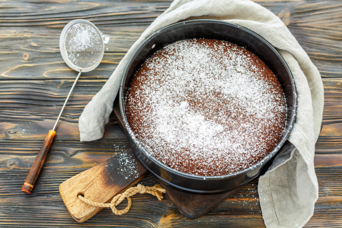 A 4-Ingredient Chocolate Cake Recipe