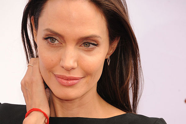 How Angelina Jolie Tackled Bells Palsy main