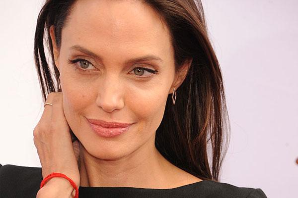 How Angelina Jolie Tackled Bells Palsy main