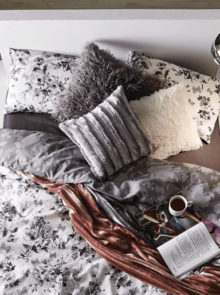 The 5 Best Warm Throw Blankets For Winter
