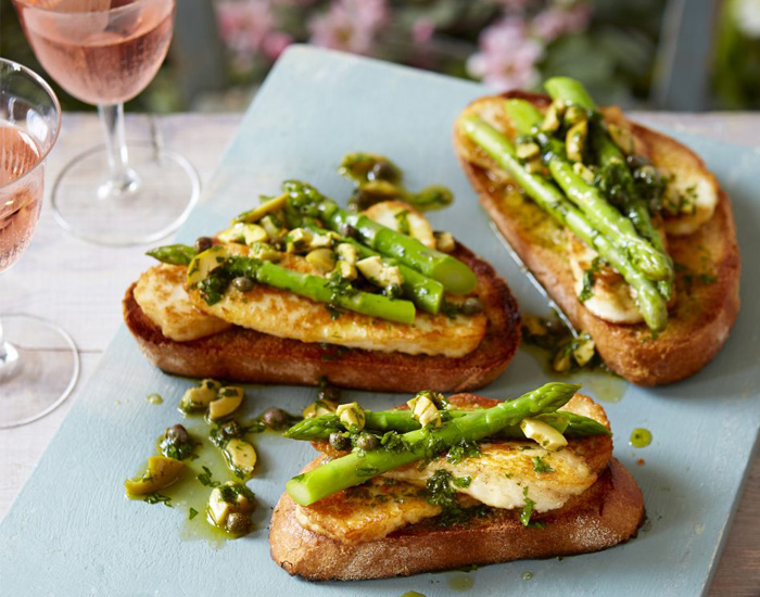 Fried Halloumi with Asparagus and Olives Recipe