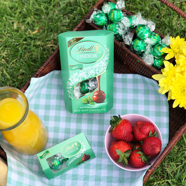 Win one of 10 Lindt Lindor Milk Mint hampers, worth R1 000 each