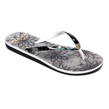 must-have printed beach flip flops