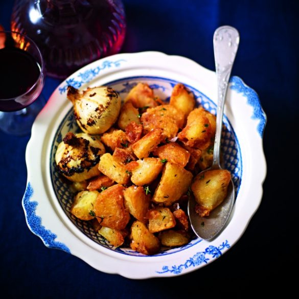 Mini roast potatoes with garlic and thyme recipe