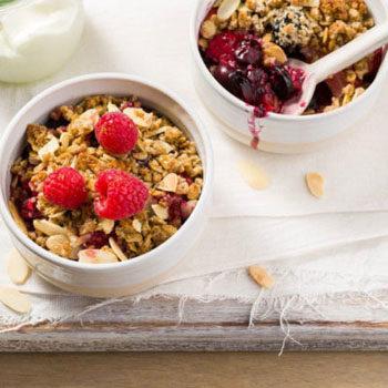 berry crumble breakfast