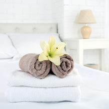 11 Quick And Affordable Ways To Update Your Guest Room This Winter